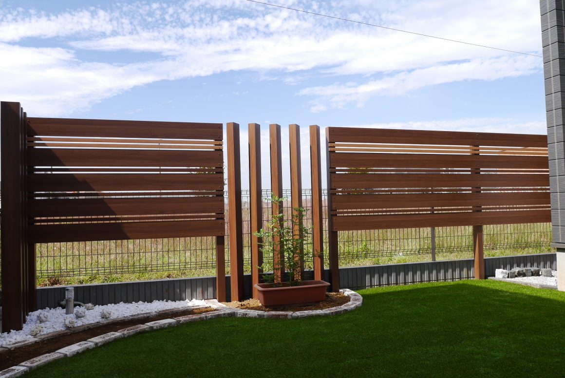 ■横張フェンスで自然に目線カット!■